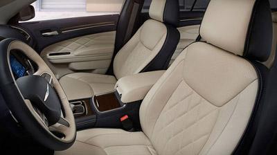 2015 Chrysler 300C offers luxurious interior