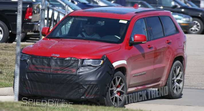 2018-jeep-grand-cherokee-hellcat-trackhawk-front-three-quarter-grille